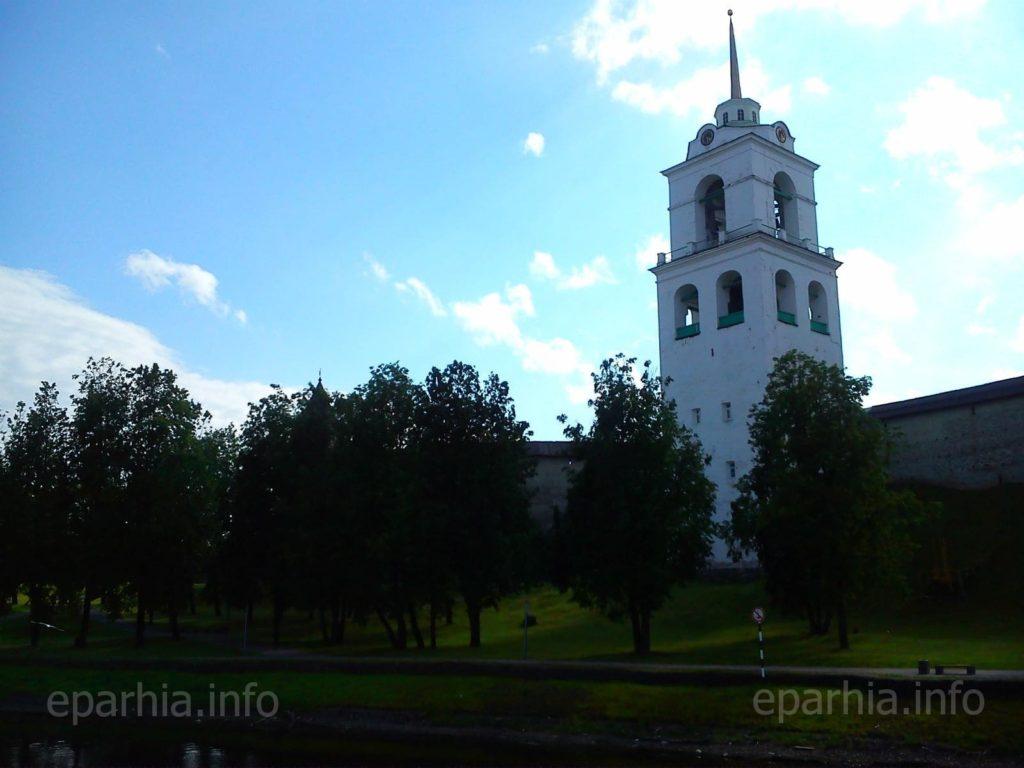 Колокольня Троицкого Собора во Пскове фото