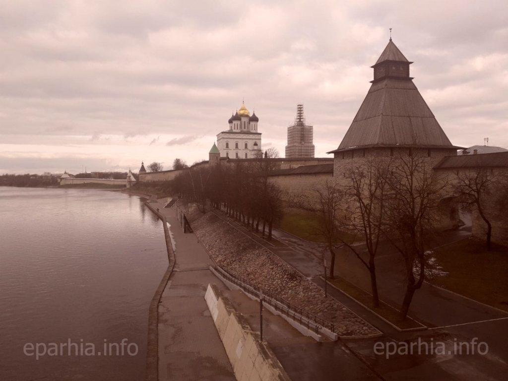 Башни и стены Псковского Крома
