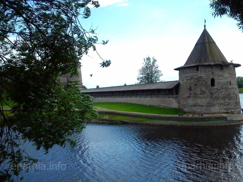Псковский Кремль башня фото