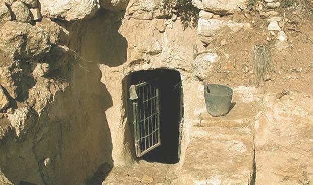 Вход в пещеру (грот) Иоанна Крестителя